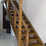 מדרגות עץ טבעי בבית