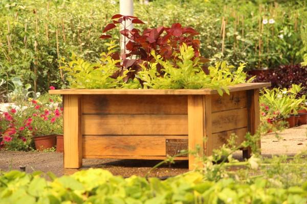 אדניות עץ בעבודת יד, לבית לגינה או למשרד